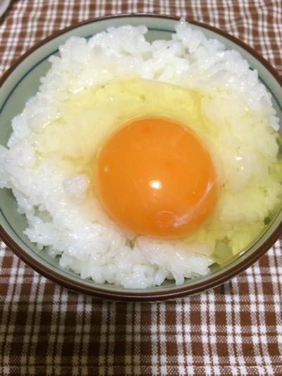 卵をご飯へ